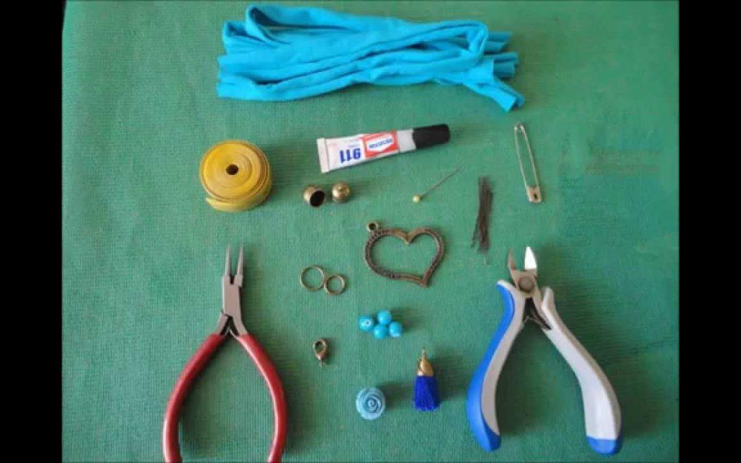 Comment réaliser un bracelet DIY avec des bandes à tissu tressé