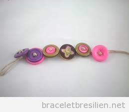 Bracelet DIy simple avec boutons et cordes de jute