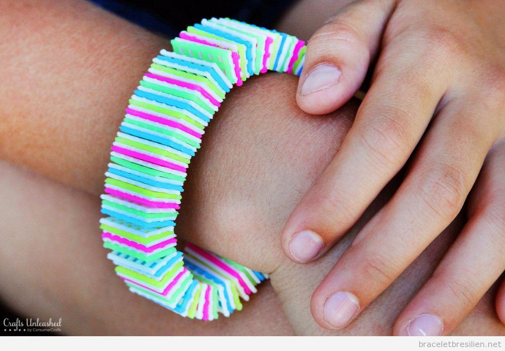 Bracelet DIY réalisé avec canevas de plastique 5