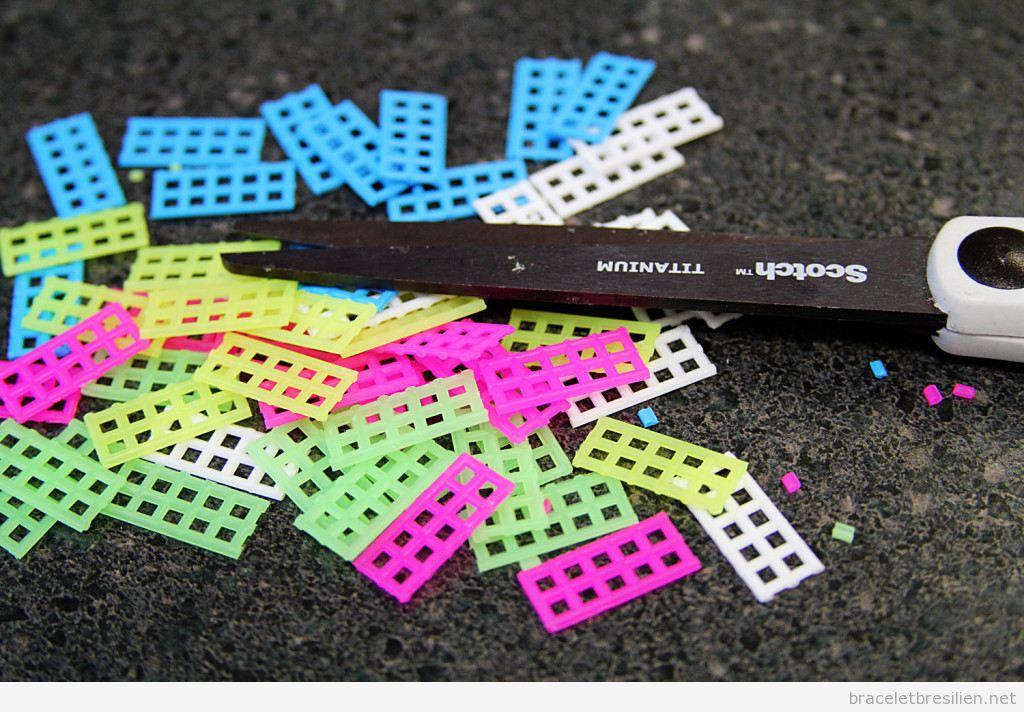 Bracelet DIY réalisé avec canevas de plastique 3