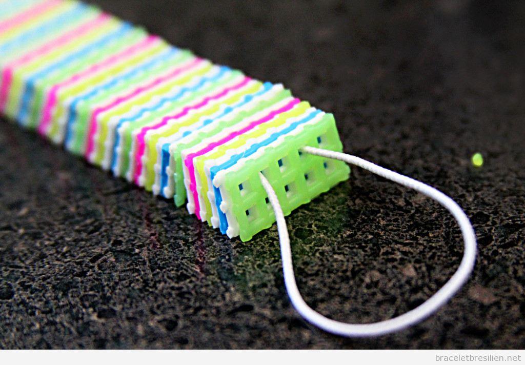 Bracelet DIY réalisé avec canevas de plastique 2