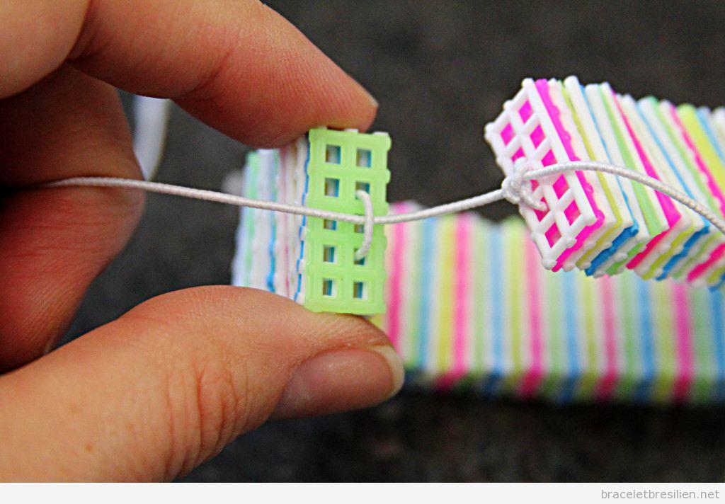 Bracelet DIY réalisé avec canevas de plastique